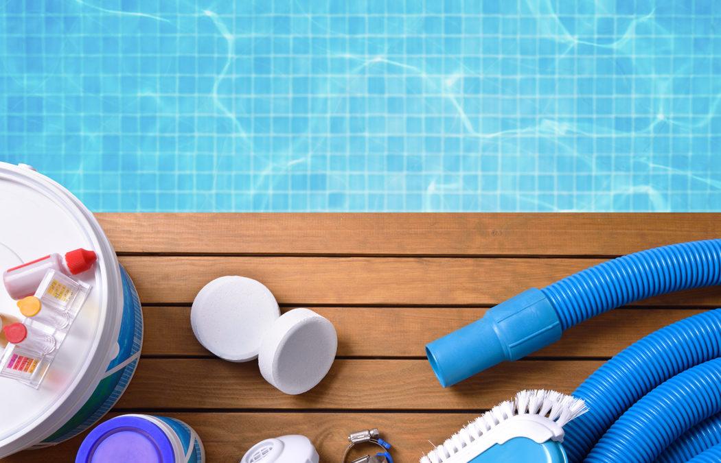 Entretien de la piscine : 9 accessoires à avoir chez soi